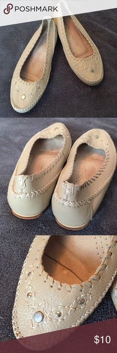 Vintage Sutton Place Shoes Sz 8 👀NEW LISTING 🌺 These are very comfortable moccasin style vintage shoes from the 70's or possibly 60's, I believe. Quality can be seen in the leather & stitching. Unfortunately, the outer sole on the right shoe is cracked & was glued. It could be repaired by a shoemaker, but I have enough shoes in my closet & the price reflects that damaged area. Sutton Place Shoes Flats & Loafers