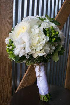 white green bride bouquet
