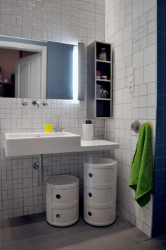 Kartell componibili units in the bathroom - sleek lines and extra storage... now, what size to get?