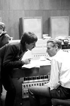 Paul McCartney and George Martin, The Beatles, London, 1966 © Duffy Great Bands, Cool Bands, Sir George Martin, Brian Duffy, Les Beatles, Beatles Photos, Sir Paul, The Fab Four, Rock Bands