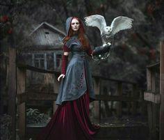 Рыжая девушка с совой. Атмосферное фото
