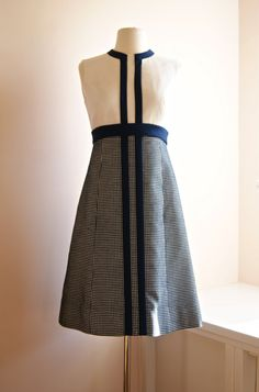 Dress and Coat // Vintage Navy and White Mini-Houndstooth Cotton - Linen Dress with Matching Crop Jacket by Jerry Silverman Size M 1960s Dresses, Vintage Dresses, Nice Dresses, Vintage Outfits, Vintage Clothing, Mod Fashion, 1960s Fashion, Vintage Fashion, Womens Fashion
