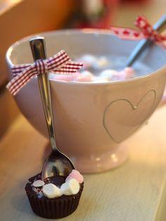 Suklaalusikka, hot chocolate Chocolate Fondue, Hot Chocolate, Christmas Inspiration, Panna Cotta, Winter Ideas, Ethnic Recipes, Desserts, Food, Navidad