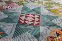 Modern Building Blocks Quilt - Custom Machine Quilting by Natalia Bonner | Piece N Quilt | Bloglovin'