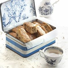 Fill up your biscuit jars with these diabetic friendly rusks. Diabetic Recipes, Cooking Recipes, Diabetic Foods, Rusk Recipe, South African Dishes, Sugar Health, Low Sugar Snacks, All Bran, Dark Food Photography
