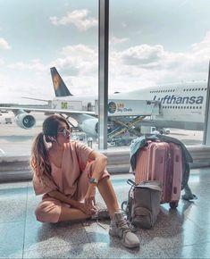 Horse Girl Photography, Model Poses Photography, Cute Photography, Travel Photography, Airport Photos, Airport Look, Airport Style, Travel Pictures, Travel Photos