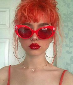 Gorgeous red sunglasses matched with some awesome red hair Beautiful red sunglasses combined with wonderful red hair Pretty People, Beautiful People, Red Sunglasses, Sunnies, Girl With Sunglasses, Looks Halloween, Red Aesthetic, Makeup Aesthetic, Aesthetic Vintage