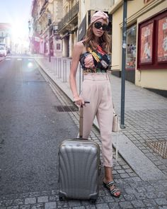 Samsonite Cosmolite 10 Years suitcase in Gold Silver. Cabin Bag, Travel Outfits, Travel Style, Travel Bags, 10 Years, Traveling By Yourself, Suitcase, Nude, Stylish