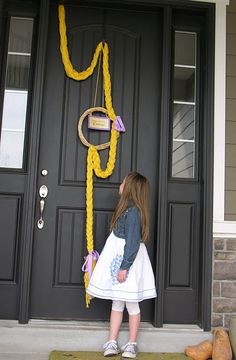 "Decoration / Creative idea / To do: Braided ""hair"" door decoration for a Rapunsel (Tangled)-themed party"