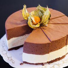 Passionhedelmä-suklaamoussekakku
