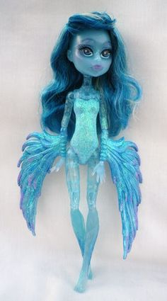 This reminds me of Davesprite, but blue! Custom Monster High Dolls, Monster High Repaint, Monster Dolls, Custom Dolls, Mattel Dolls, Ooak Dolls, Art Dolls, Pretty Dolls, Beautiful Dolls