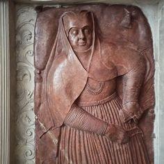Double Renaissance tombstone of Marcin Śleszyński, wojski (tribune) of Gostynin (died in 1578) and his wife Anna née Dzierzgowska of Jastrzębiec coat of arms in the Łowicz Cathedral, created by workshop of Jan Michałowicz of Urzędów in about 1578. It was founded by Dzierzgowska, sister of Primate Mikołaj Dzierzgowski. © Marcin Latka #16thcentury #artinpl #polishcostume #1570s #armour #armor #ammoniticorosso #sleeping #limestone