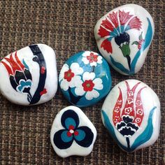 Ottoman-Iznik motives on rocks, hand painted / Osmanlı-İznik motifli el boyama taşlarım