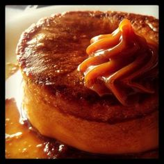 Bizco-Flan de dulce de leche Flan, Food N, Food And Drink, Sweet Pastries, Creme Brulee, Cheesecakes, Apple Pie, Yummy Food, Yummy Recipes