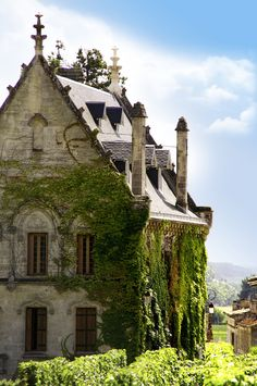 The Vampire's Chronicles, Anne Rice   [Chateau La Gaffelièr in Saint-Emilion, France]