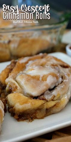 Easy Crescent Cinnamon Rolls are ooey, gooey, filled with a sugar, cinnamon and pecan mixture, then topped with icing. desserts with crescent rolls Easy Crescent Cinnamon Rolls Köstliche Desserts, Delicious Desserts, Yummy Treats, Dessert Recipes, Chef Recipes, Plated Desserts, Crescent Roll Recipes, Crescent Cinnamon Rolls, Dessert With Crescent Rolls