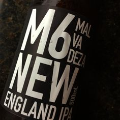 M6 NEW ENGLAND IPA - CERVEJARIA MALVADEZA  #bebamalvadeza #cervejamalvadeza #bebacommalvadeza #tarjapreta #cervejaartesanal #cervejagelada #instabeer #bier #craftbeer #cerveza #beerporn #breja #cervejadeverdade #cervejaespecial #beerstagram #beergeek #cervejasespeciais #bebamenosbebamelhor #birra #cervejando #cervejadodia #biere #cervejaria #cervejaboa #beerlove #neipa #newenglandipa