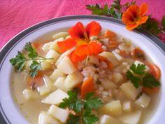 Bramborová polévka s kroupami
