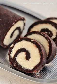 ROLADA KOKOSOWA BEZ PIECZENIA Köstliche Desserts, Delicious Desserts, Yummy Food, Sweet Recipes, Cake Recipes, Snack Recipes, Banana Pudding Recipes, Healthy Cake, How Sweet Eats