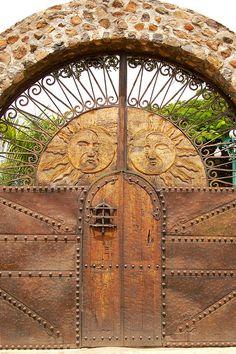 Beautiful entrance to a garden.../