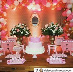 #Repost In ln love por essa decoração usando mini bombe baú rosa da Impakto Visual @deisecasabrancadecor with @repostapp ・・・ #dehoje #deagora #6aninhos #bailarina #festamenina #decoracion #sobrehoje #sábado #festainfantil #decor #kidsparty #partydecor #festamenino #1aninho #decoração #instadecor #trabalhodehoje  #aniversário #festasinfantis #ideiasdebolosefestas  #encontrandoideias #partykids #instadecoration #festalinda #ameifazer #inspiração #perfect #perfeição #inlove