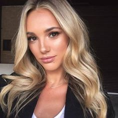 Are you looking for best hair colors to apply for long hair? Just see here, we have made a collection of fantastic long balayage colored hairstyles Brown Eyes Blonde Hair, Dark Hair, Blondes With Brown Eyes, Brown Eyes Hair Color, Balayage Blond, Peinados Pin Up, Hair Looks, New Hair, Cool Hairstyles