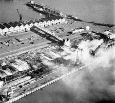 Massive fire in the Docks - Cape Town photos / South Africa Old Photos, Vintage Photos, Cape Town, South Africa, Catholic, Fire, History, Green, Table