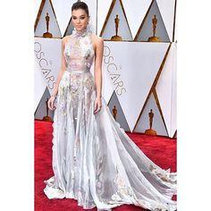 WEBSTA @ fashionistaoverdose - Meus looks favoritos do #oscar2017 ✨🏆.1 Hailee Steinfeld.2 Janelle Monae.O que acharam, meninas!?? Quais vocês mais gostaram?...#hautecouture #altamoda #altacostura #vestido #vestidos #vestidodefesta #altacostura #modaparamulheres #modafeminina #modaparameninas #modaparagarotas #vestidosdeluxo #vestidolindo #vestidodeuso #vestidodivo  #luxo #moda #altamoda #fashion #vestidosdefesta #fashion #dress #dresses #partydress #princessdress #modafeminina #oscar…