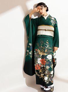 古典的なシルエットの前髪も無造作感をプラスしてキメ過ぎない古典ヘアに。 Traditional Kimono, Traditional Fashion, Traditional Dresses, Furisode Kimono, Kimono Dress, Kimono Mantel, Chinese Clothing, Chinese Dresses, Kimono Design