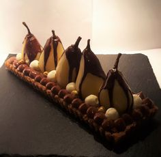 Tarte façon Poire Belle-Hélène By Délices Food, Pear Tart, Chocolate Ganache, Dessert Recipes, Sweet Recipes, Essen, Meals, Yemek, Eten
