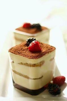 tiramisu, my favourite desserts/cake. Food Cakes, Cupcake Cakes, Sweet Recipes, Cake Recipes, Dessert Recipes, Bolo Tiramisu, Tiramisu Dessert, Bon Dessert, Köstliche Desserts