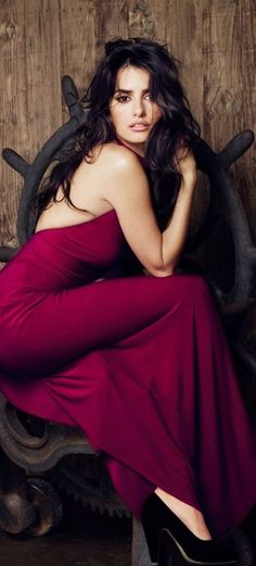 According to Esquire magazine, Hollywood actress, Penelope Cruz is the sexiest woman in the world. do you this lady is actually the sexiest woman in the world? Beautiful Celebrities, Beautiful People, Most Beautiful, Beautiful Women, Dead Gorgeous, Female Celebrities, Latin Girls, Actrices Hollywood, Monica Cruz