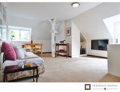 Home Staging zařízeného rodinného domu v Kamenici u Prahy #Kamenice #NovaHospoda #czech #homestaging #pred #po #before #after #white #walls #vila #podkroví #attic #carpet #cz #czechrepublic #beforeandafter