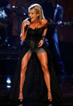 I want Carrie Underwood's legs!!!