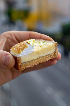 Fancy Desserts, No Bake Desserts, Dessert Recipes, Patisserie Design, Mini Tart, Book Cakes, French Pastries, Cake Shop, Plated Desserts