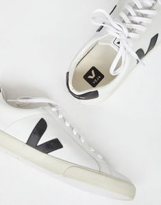e87bd8aff7 Veja Esplar Leather Trainer White