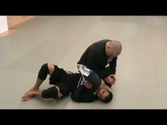Kris Iatskevich showing a short arm scissor from mount, combo attack a regular armbar also.