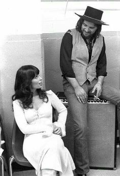 Jessi Colter & Waylon Jennings I can only hope our relationship is as strong as Waylon and Jessi's ❤️ Old Country Music, Outlaw Country, Country Music Artists, Country Music Stars, Country Men, Country Singers, Country Couples, Country Roads, I Love Music