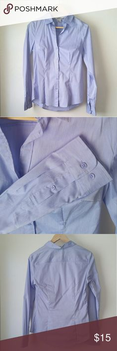 NWOT H&M oxford dress shirt chambray blue Great work wear basic! This tailored stretch cotton shirt from H&M has bust darts and waist shaping for a fantastic slimming fit that flexes with you. The heathered blue & white fabric has a subtle sheen.   Small weave imperfection on back yoke; otherwise in perfect unworn condition. H&M Tops Button Down Shirts