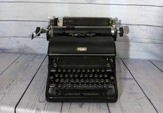 Royal Magic Margin Typewriter, Vintage Typewriter, Black Royal Magic Margin Typewriter, Vintage Style, Vintage Office