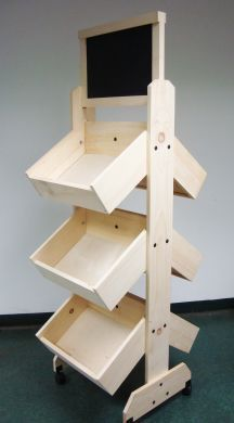 Wooden shelf displays are a popular option with merchants everywhere. Wooden shelves are perfect for gift-ware, clothing, and other retail items. Also, you can add containers for an instant classic retail display. Wood Projects, Woodworking Projects, Woodworking Plans, Craft Fair Displays, Display Ideas, Craft Booths, Booth Displays, Booth Ideas, Store Displays