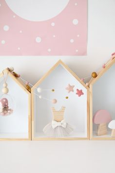 A little girls room full of handmade, wooden décor goodness. I love styling kids décor products when they look as cute as this. Product photography in the kids interior space is such a dream. Wooden Decor, Little Girl Rooms, Nursery Inspiration, Handmade Decorations, Kids Decor, Girl Nursery, Stylists, Photoshoot, Photo And Video