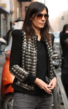 Emmanuelle Alt in Balmain Vogue Fashion, Boho Fashion, Girl Fashion, Style Fashion, Fashion Outfits, Fashion Designer, Fashion Editor, Militar Jacket, Emmanuelle Alt Style