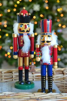 Love these bright Nutcrackers -- such fun!