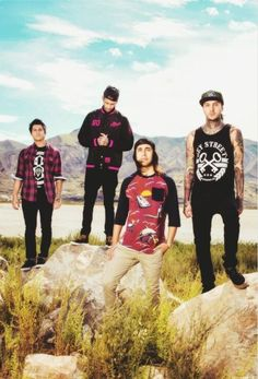 go pierce the veil lol go vic go! lol hahahaha lol his hair looks fab Jaime Preciado, Tony Perry, Sleeping With Sirens, Motionless In White, Of Mice And Men, Blink 182, Black Veil Brides, Pierce The Veil, Paramore