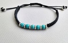 Hey, ho trovato questa fantastica inserzione di Etsy su https://www.etsy.com/it/listing/204565567/turquoise-and-silver-beaded-bracelet
