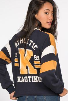 Buy sweatshirts by Kaotiko streetstyle e-Shop · T-shirts, sweatshirts, denim, shorts and skirts, trendy sneakers and cool accessories. Senior Shirts, Look Street Style, Fashion Beauty, Womens Fashion, Date Outfits, Hoodies, Sweatshirts, Short Skirts, Glamour