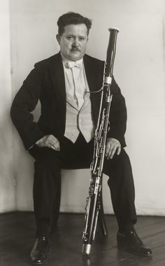 August Sander. Bassoonist [Bernhard Hühnerfürst]. 1927 August Sander, Antique Photos, Vintage Photographs, Documentary Photographers, Portrait Photographers, Call Of Cthulhu, Poses, Anatomy Reference, People Of The World