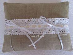 Cuscino porta fedi in lino naturale e pizzo Sangallo, by ♥La casa di Gaia♥, 24,00€ su misshobby.com