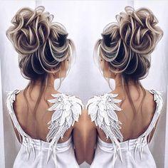 Wedding Hairstyles For Long Hair Long wedding hairstyles and updo from Prom Hairstyles For Long Hair, Short Hair Updo, Long Hair With Bangs, Fancy Hairstyles, Bridal Hairstyles, Thick Hair, Short Hair Styles Easy, Curly Hair Styles, Chignon Volume